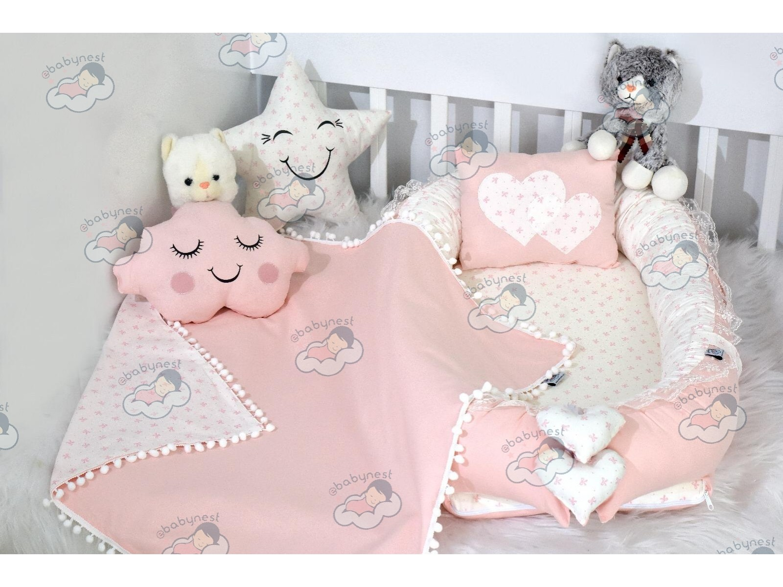 Solid Color Powder Babynest Set Heart Design Ponpons